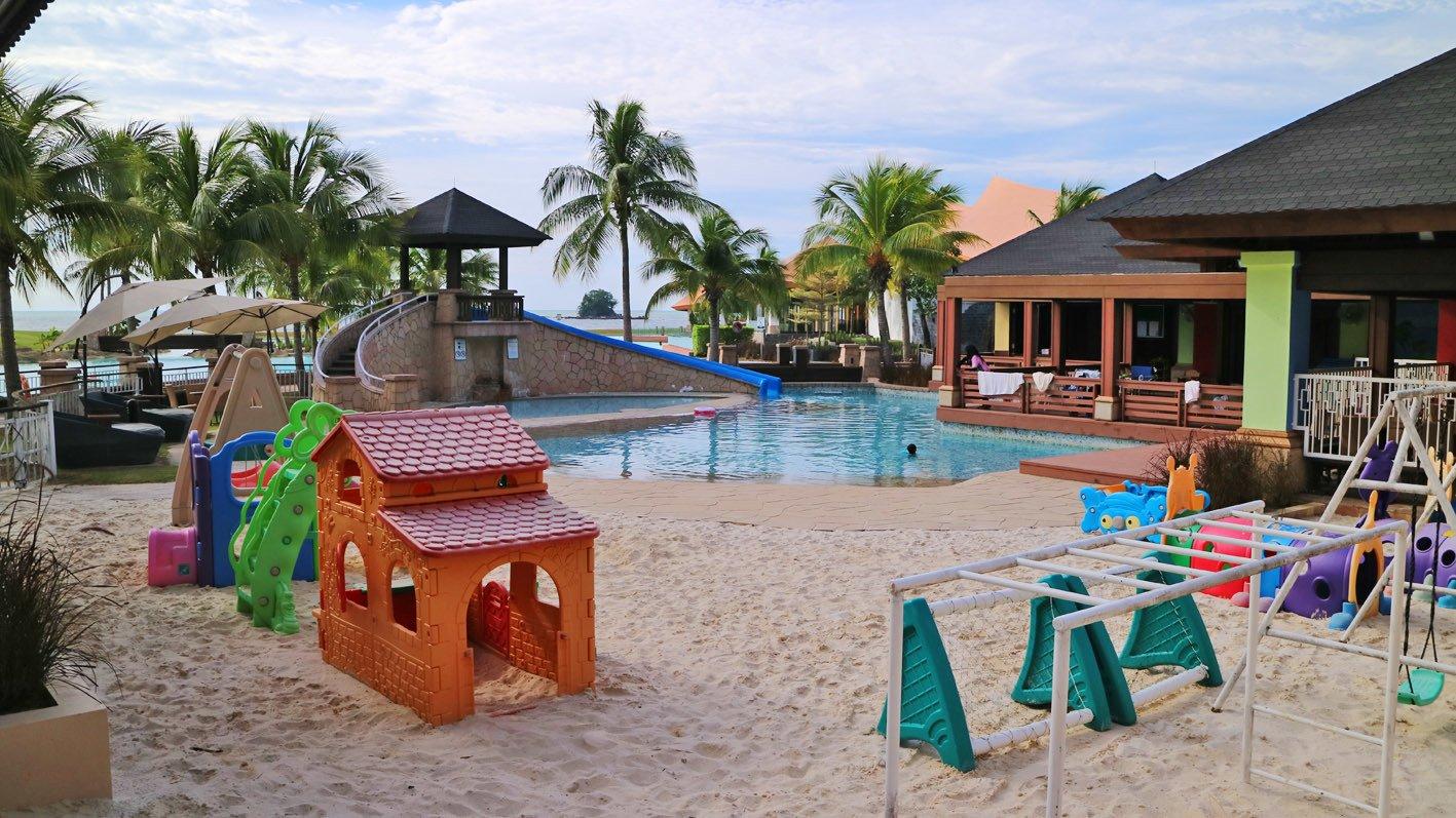 小朋友的專屬人造沙灘泳池。(還有職員照顧,爸爸媽媽可以放心咯!)(安兒)
