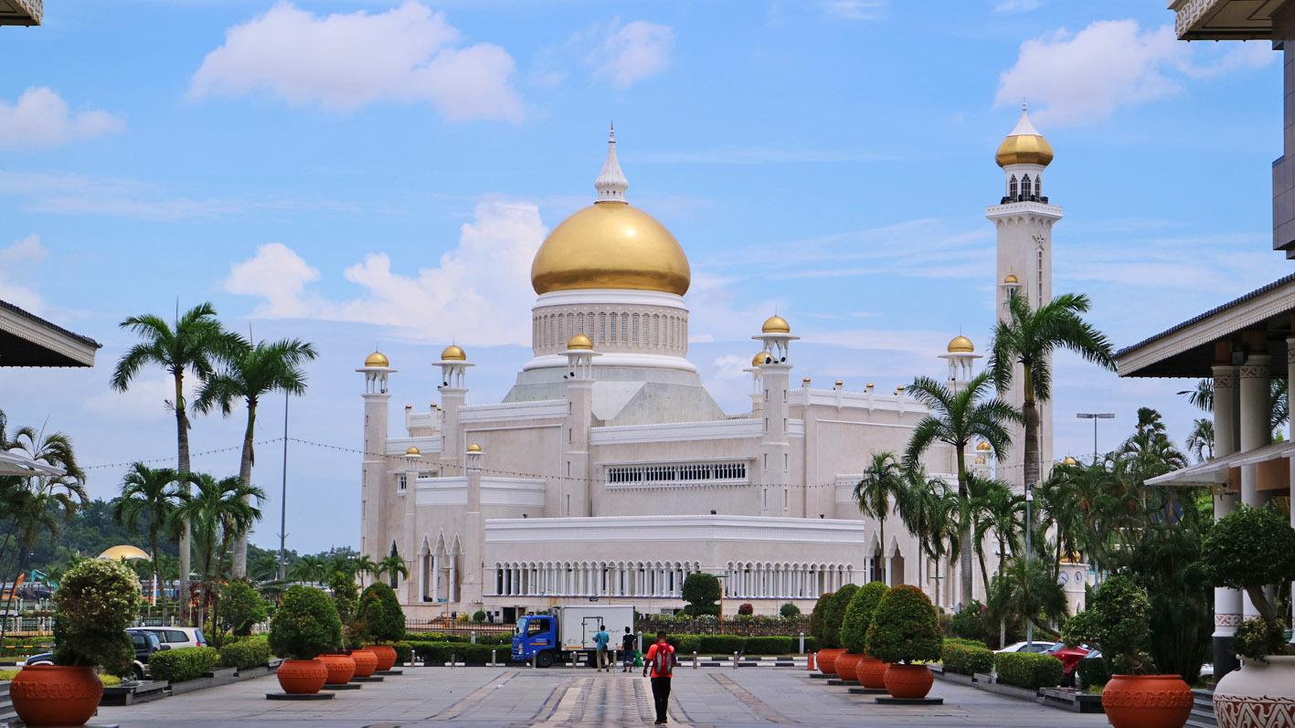 Omar Ali Saifuddien Mosque(安兒)