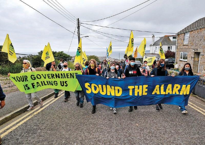 6月11日,在英格蘭舉行的G7峰會的第一天,氣候變化抗議組織「滅絕起義」(Extinction Rebellion)的活動人士參加了抗議遊行。(Getty Images)