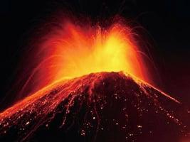 印尼火山噴發2千米高近400遊客被緊急疏散