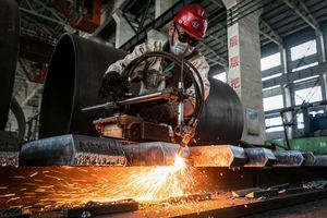財新中國製造業PMI一年多以來首跌至收縮區