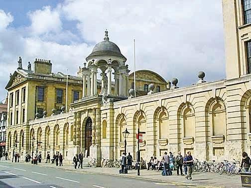 牛津大學的皇后學院。(大紀元資料圖片)