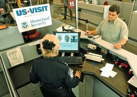 持中國護照 10年簽證赴美須登記