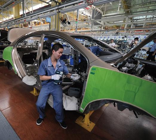 中國晶片危機加重  多家汽車大廠產量減半
