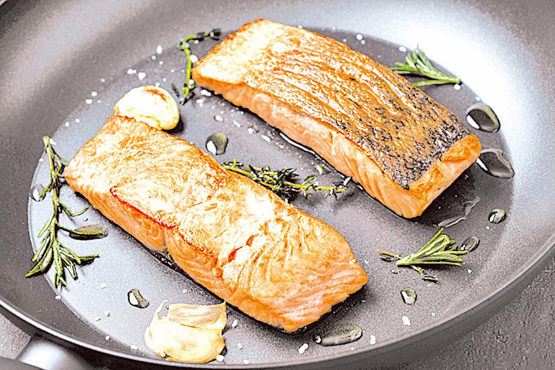 三文魚含有豐富的Omega-3脂肪酸,能夠幫助人體抗發炎。