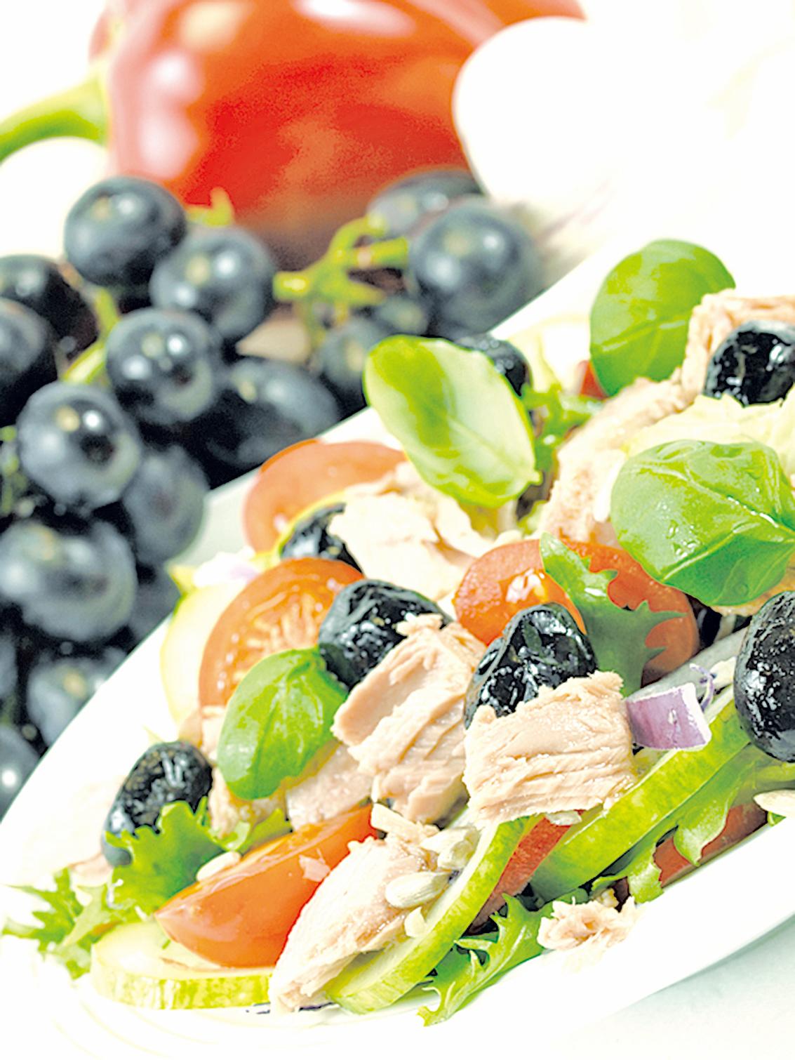 清爽健康的吞拿魚葡萄沙律。