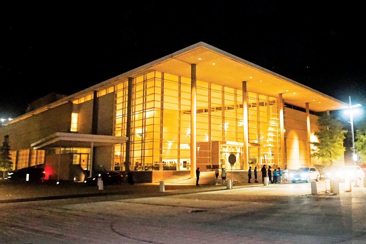 2021年9月4日,美國神韻北美藝術團在德州理查森進行了兩場演出。圖為演出劇院艾思曼中心夜景。(文燁/大紀元)