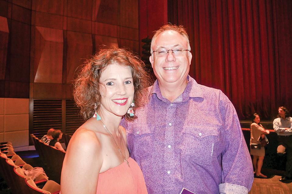 跨國食品巨頭資訊總監Andre Oosthuisen和妻子Heidi Oosthuisen。(李辰/大紀元)