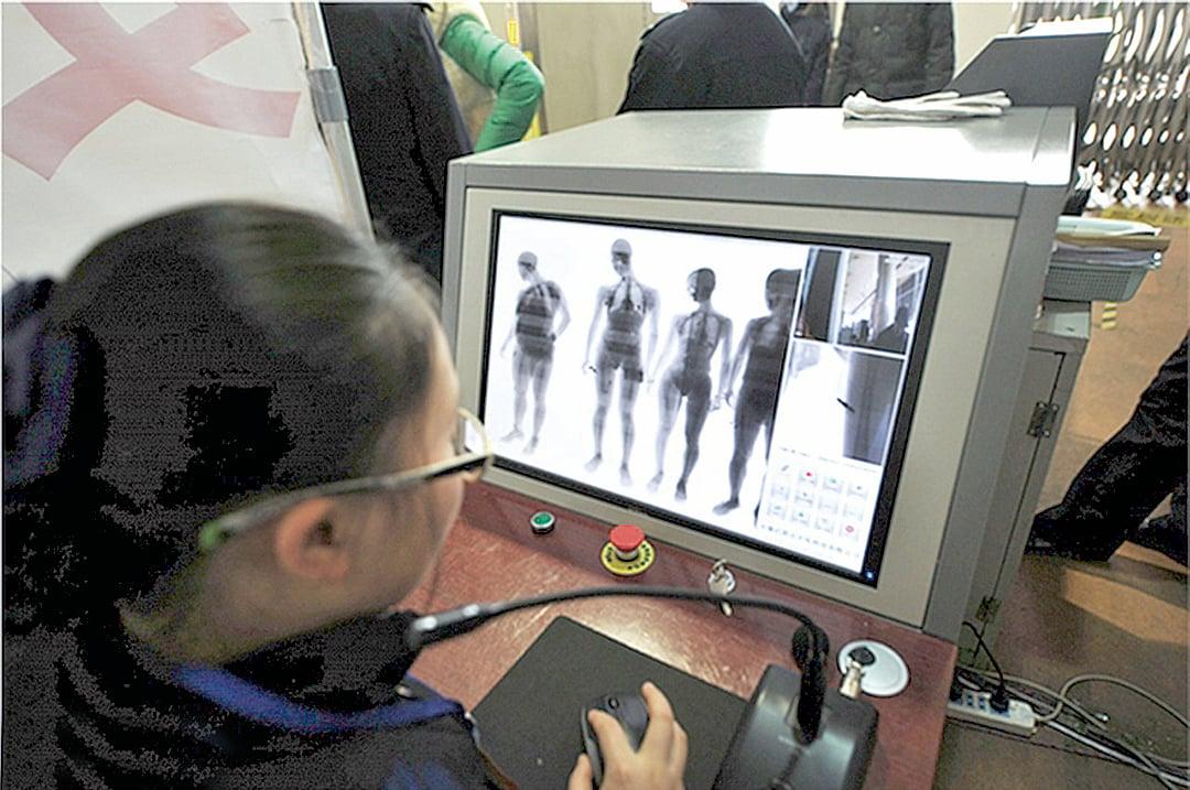 成都機場火車站等地安檢儀被指有X射線輻射,引起民眾熱議。(網路圖片)