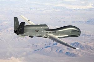 美軍轟炸機進駐關島 絶密無人機疑現身南海