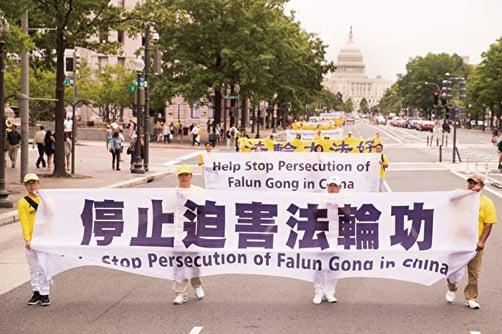 海外法輪功學員舉行和平遊行,呼籲停止迫害法輪功。(明慧網)
