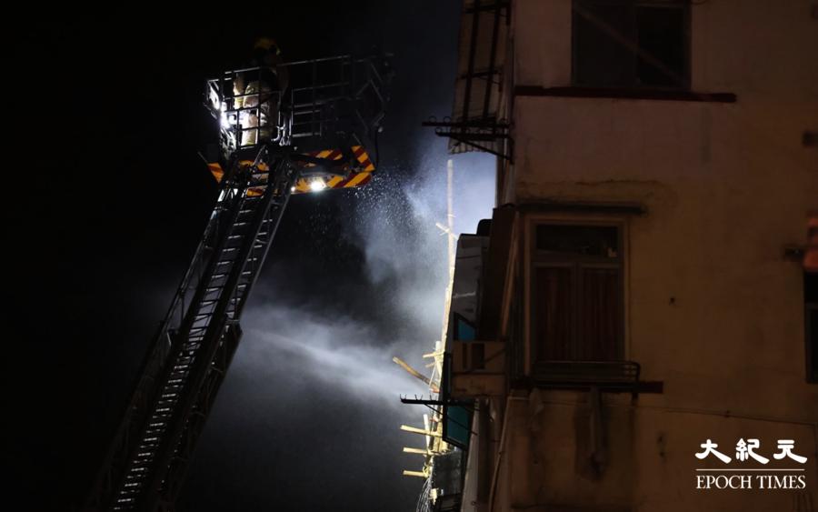 【突發】砵蘭街一唐樓天台鐵皮屋起火  事發前市民懷疑爆竊曾報警