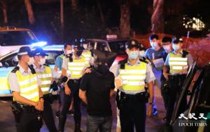 【突發】七人車尖沙咀衝路障撞警車 被通緝男子偕女友人藏毒齊被捕