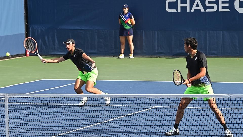 香港網球手黃澤林(右)與拍檔、法國球手Max Westphal,在美國網球公開賽青少年組男雙決賽奪得冠軍。(Pete Staples/USTA)