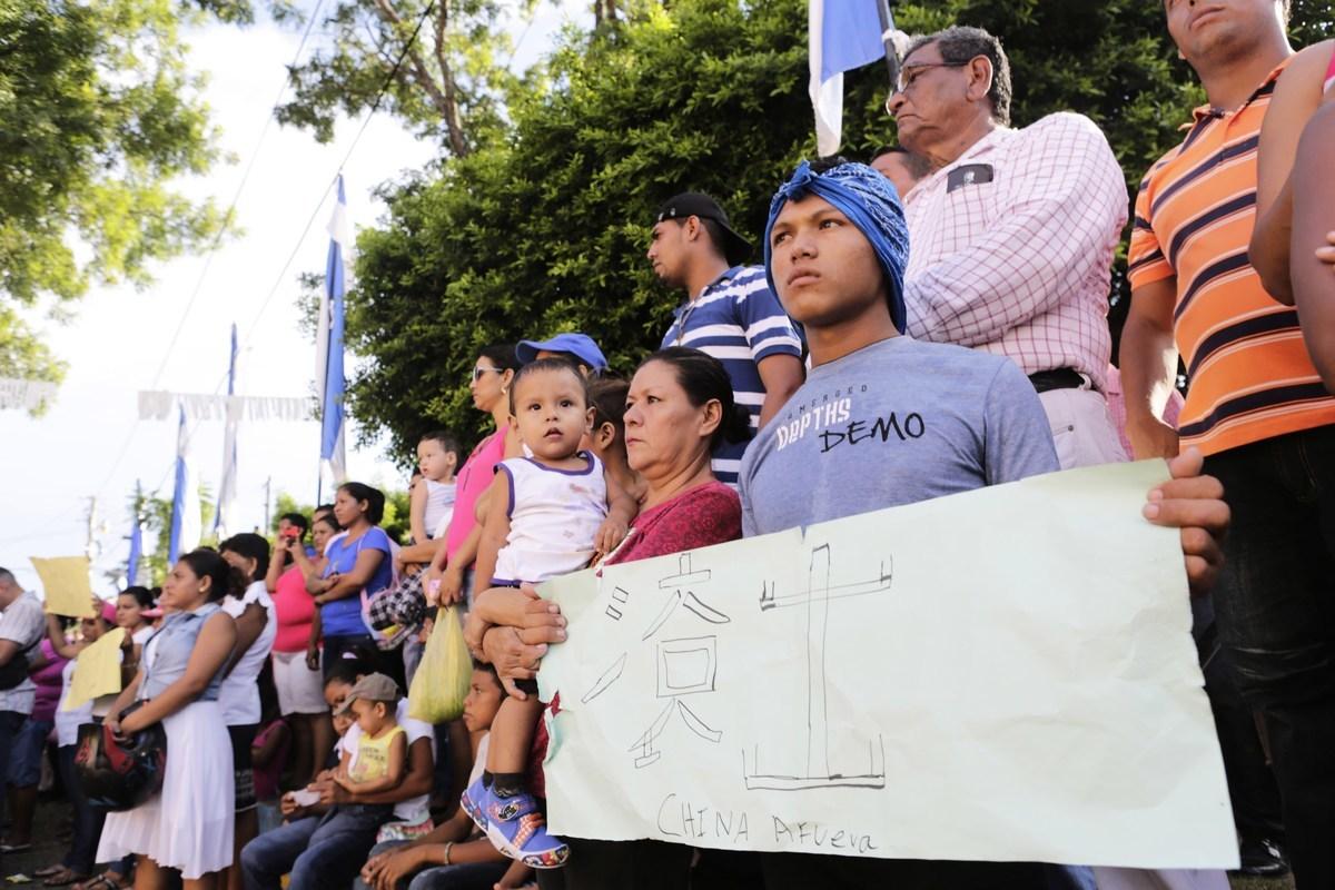 2014年9月19日尼加拉瓜農民在距離尼加拉瓜里瓦斯(Rivas)6公里的阿根廷首都布宜諾斯艾利斯抗議中共投資修建大運河。(Inti Ocon/AFP via Getty Images)