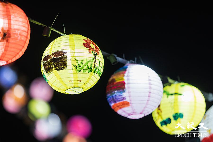 大澳非茂里希望透過舉辦大澳水鄉花燈節,為⼤眾帶來正能量及希望,並寄語香港⼈能夠迎難⽽上,⼀同在香港繼續發光發亮。(陳仲明/大紀元)