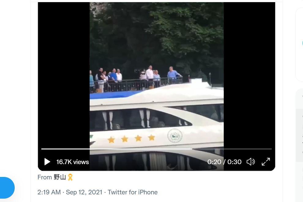 中共國家副主席王岐山,在9月10日出席在廣西舉行的中國—東盟博覽會開幕式,並仿傚習近平在漓江乘遊船,被指向習近平示好。(網絡影片截圖)
