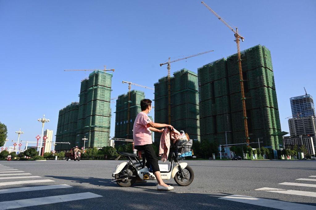 大陸今(9月15日)公布70個大中城市住宅價格指數,二、三線城市繼續落後於一線,貧富懸殊正加劇。(JADE GAO/AFP via Getty Images)