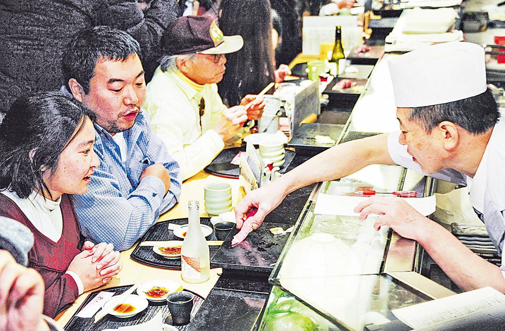 中餐和日本料理在美國都很受歡迎,但很多日餐廳老闆卻是中國人。(AFP)