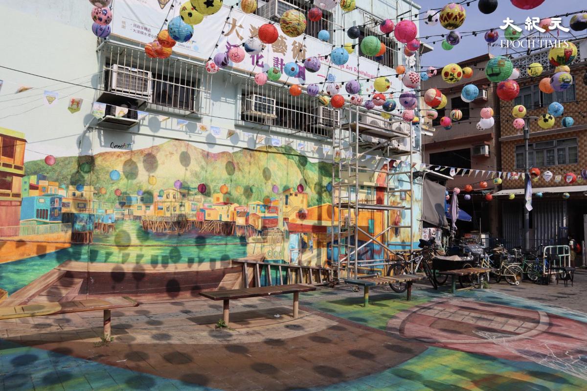 打卡點4:大澳吉慶街的街頭壁畫, 繪出大澳水鄉之景色。(樂賢/大紀元)