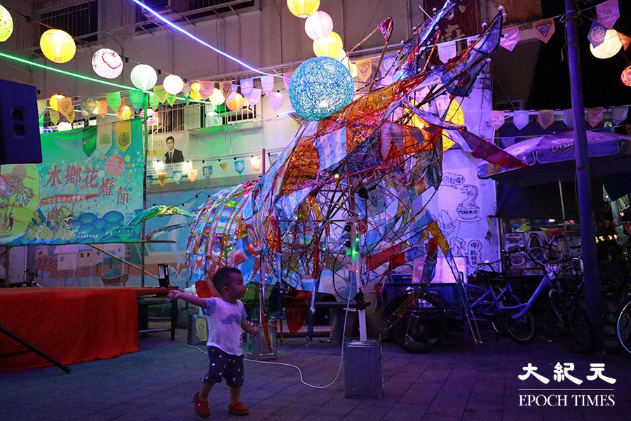 2019年大型蝦燈。(陳仲明/大紀元)