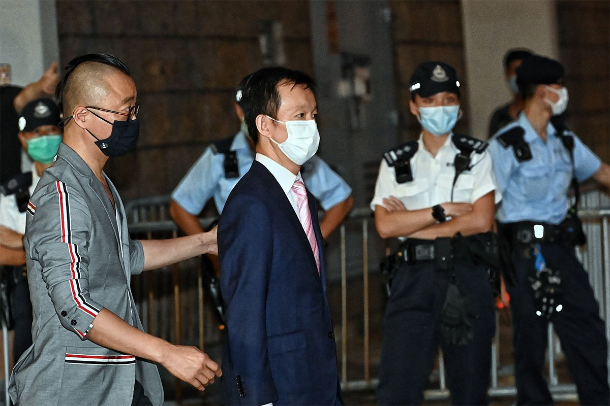 陳志全昨日獲准保釋後離開高等法院。(宋碧龍/大紀元)