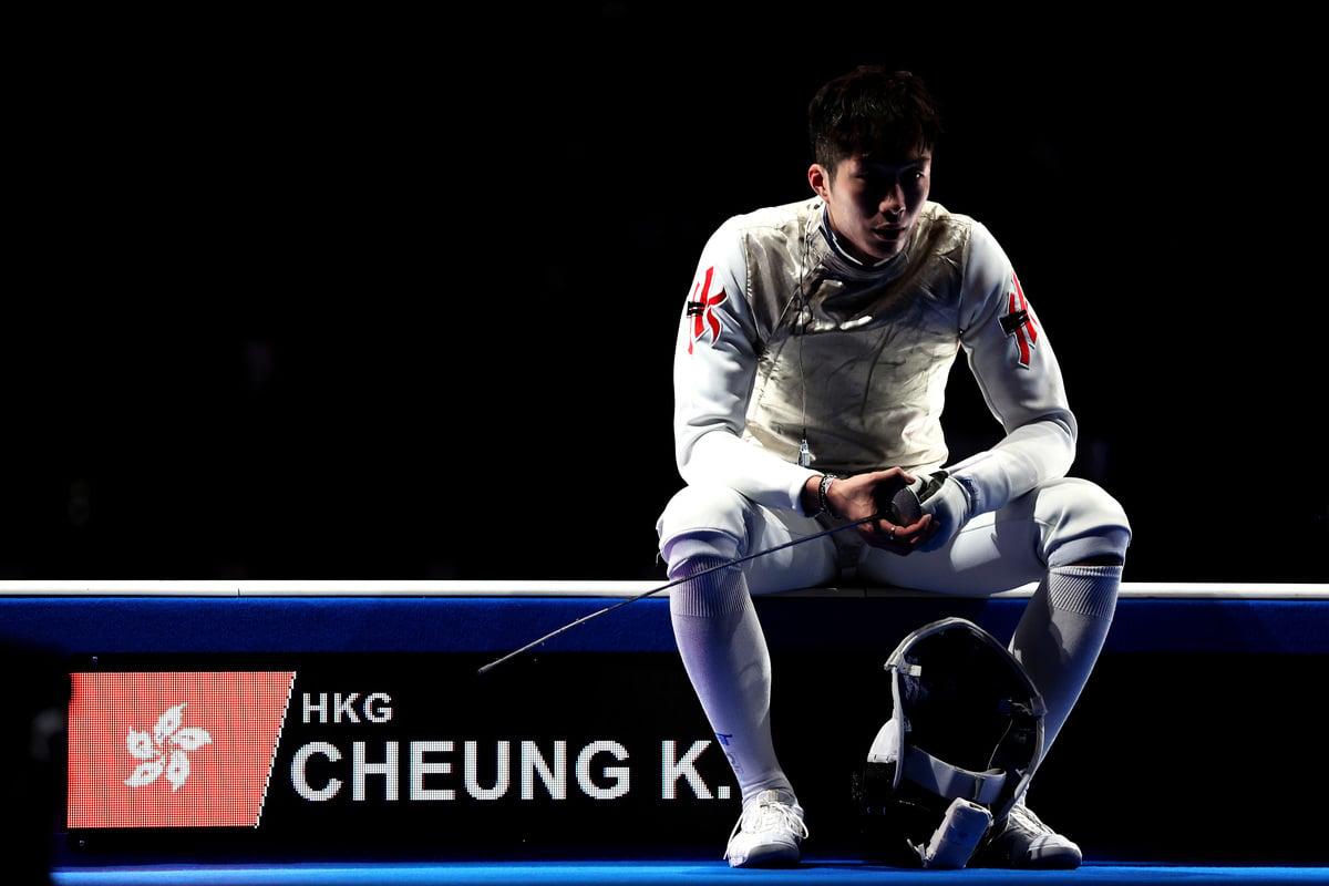 圖為張家朗在東京奧運出戰男單花劍賽事。 (Elsa/Getty Images)