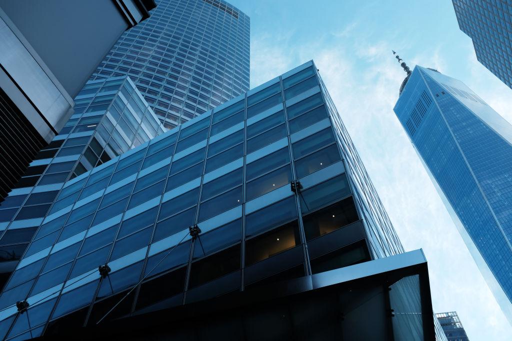 IHS Markit於本周公布調查結果,發現美國基金經理對股市未來30天走勢感到悲觀。圖為Goldman Sachs紐約總部。(Spencer Platt/Getty Images)