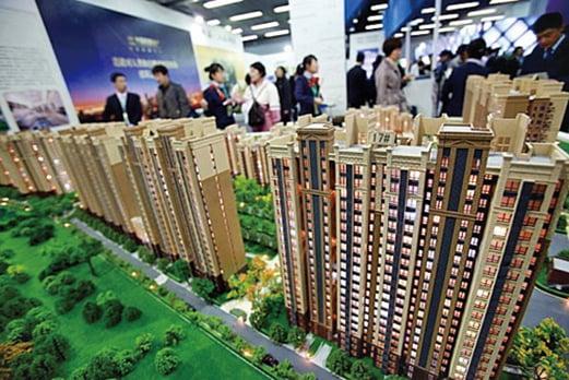 中國房地產市場一直火熱,外界擔心泡沫嚴重。圖為北京一購房展示廳。(AFP/Getty Images)