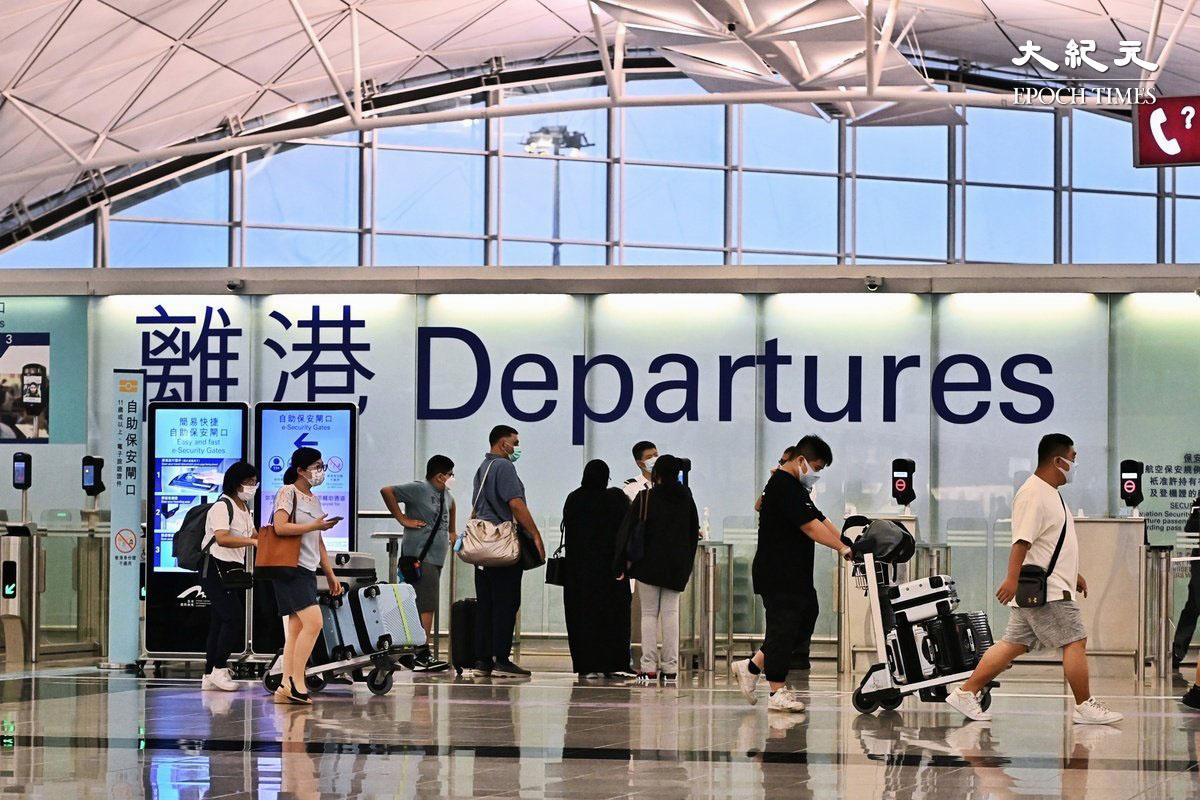 英國更新疫情旅遊限制措施,自10月4日起,屬於「安全地區」的旅客入境英格蘭之前,若符合疫苗接種規定,則無須提供病毒檢測證明,否則須進行檢測並隔離10天。唯英政府宣布疫苗注射獲認可的地區並不包括香港。(宋碧龍/大紀元)