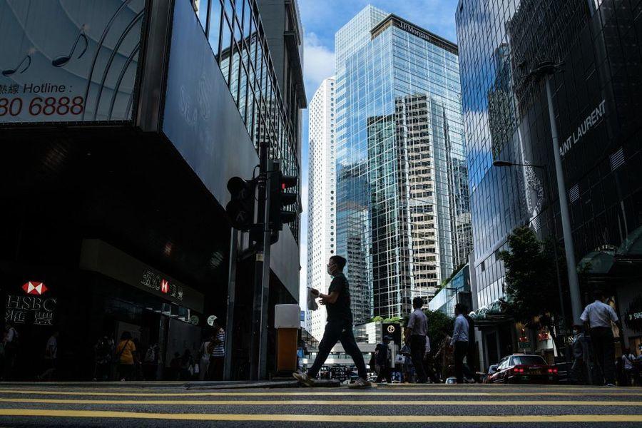 中原:8月香港區甲廈空置率升勢遏止至9.79% 租金降吸引企業承租