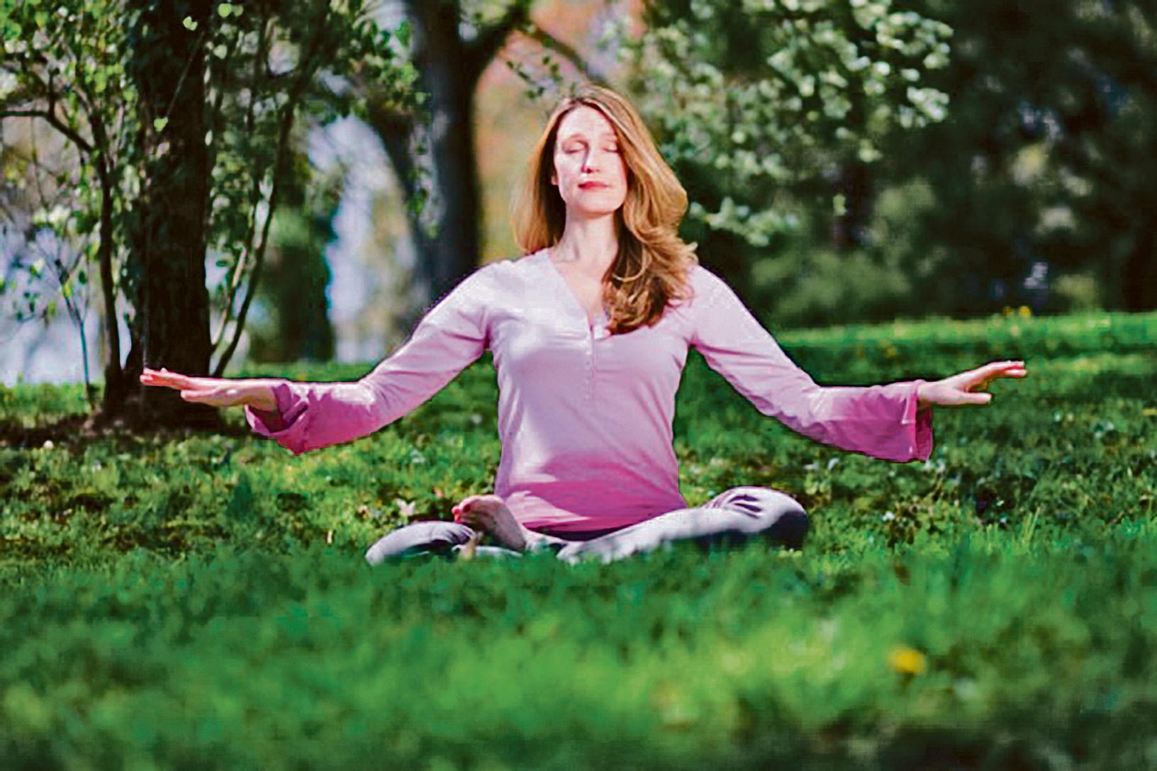 練習打坐冥想可以顯著減少皮質醇的分泌。(Jeff Nenarella/Epoch Times)