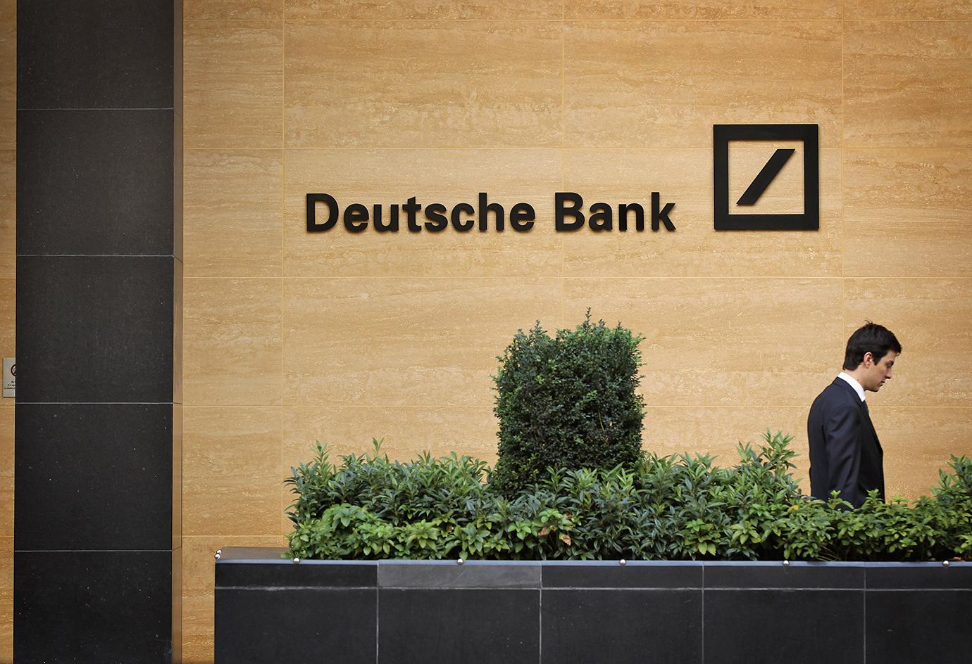 德銀因面臨巨額罰單,本周料再裁員1千人,以縮減成本。歐洲銀行業亦掀起裁員潮,4間銀行宣佈裁員近2萬人。(Getty Images)
