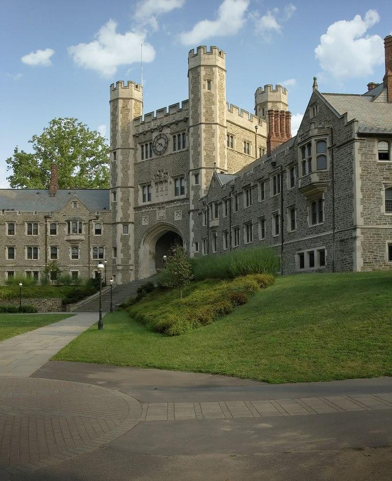 2022年度全美大學排名本周出爐,普林斯頓大學繼續蟬聯冠軍。圖為布萊爾拱門(「Blair Arch」)普林斯頓大學的標誌性建築之一。(wikipedia)