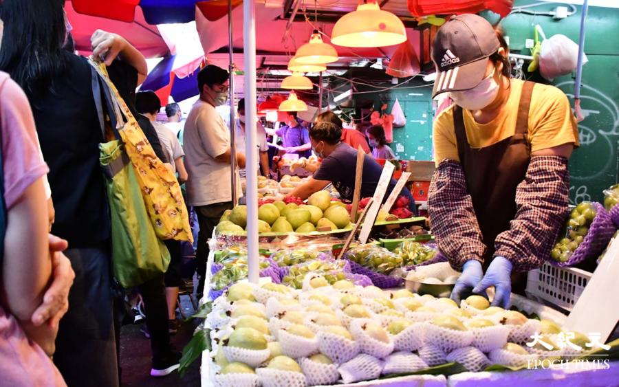 【中秋銷情】街市果攤未能受惠於消費券  檔主稱銷情下跌約四成