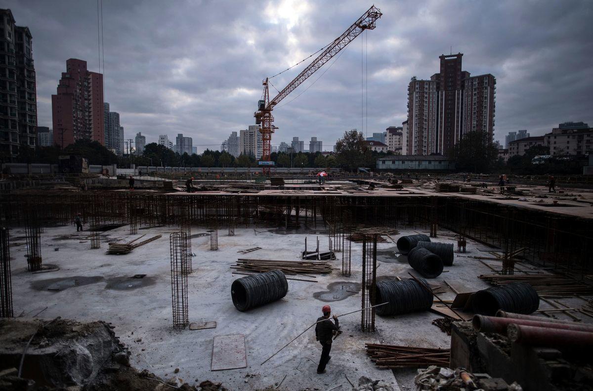 中共自從推行限制房地產融資的政策之後,房企的日子越發不好過了。圖為中國一處建築中的工地。(JOHANNES EISELE/AFP via Getty Images)