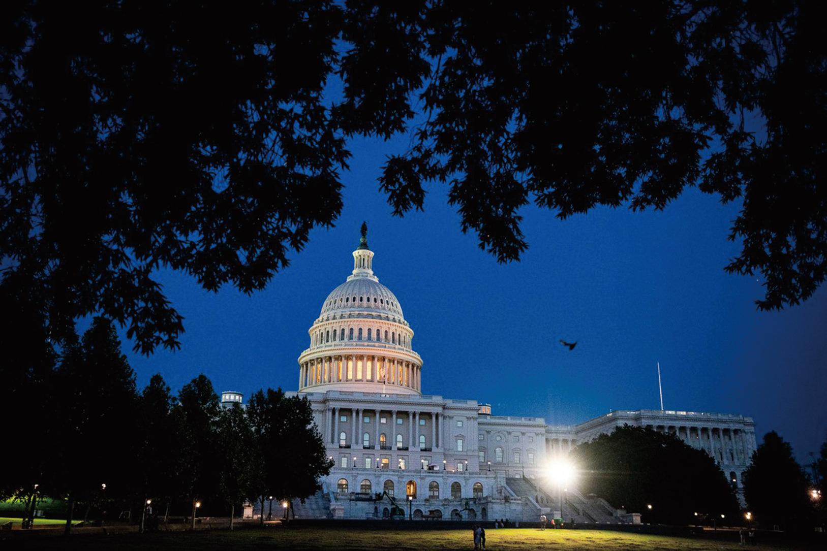 2021年9月21日晚間,美國眾議院通過了一項法案以防止政府關閉,並凍結債務上限至2022年底。圖為美國國會大樓。(Al Drago/Getty Images)