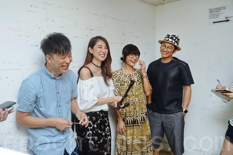 鄧健泓幫女友邀請好友孫耀威(右一)與盧巧音(右二)做嘉賓。(宋祥龍/大紀元)