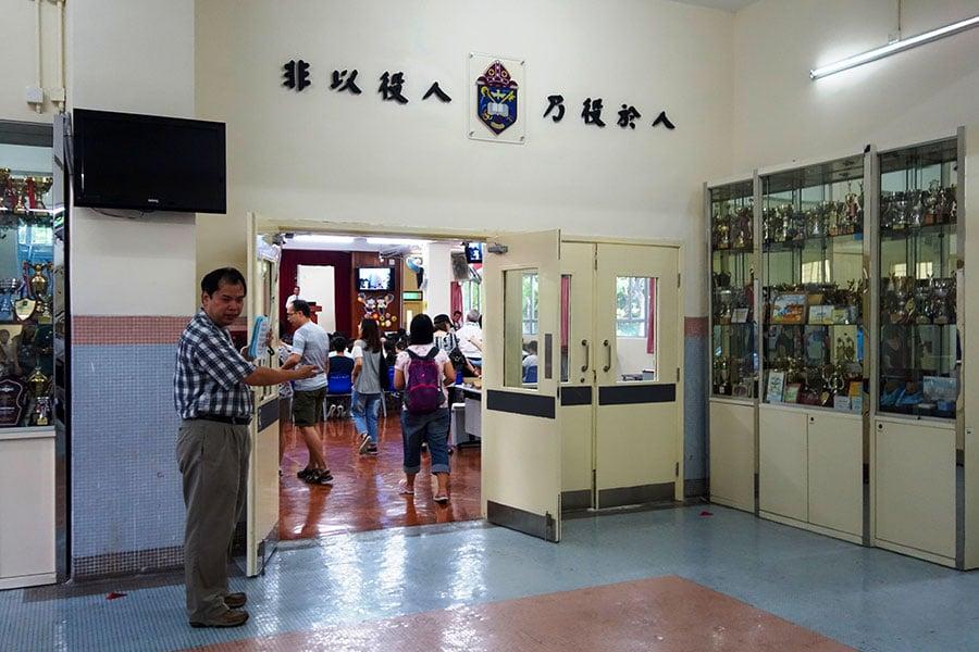 香港聖公會統一採用的校訓「非以役人,乃役於人」。(鄺嘉仕提供)