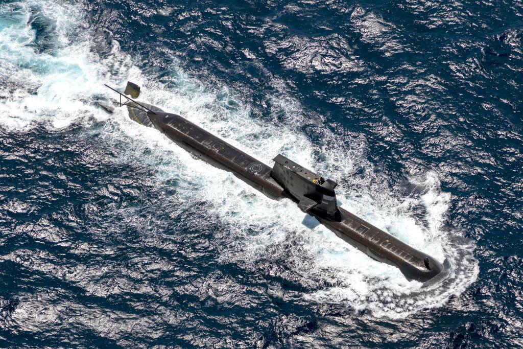 澳英美三國簽署AUKUS安全協議,美方承諾幫助澳大利亞獲得「建造核潛艇的能力」。圖為參與2021年9月5日兩年一度海上演習的澳大利亞皇家海軍潛艇。(Photo by POIS Yuri Ramsey/Australian Defence Force via Getty Images)