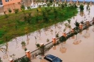 河南連續暴雨  學校院牆被沖垮三千名師生被困