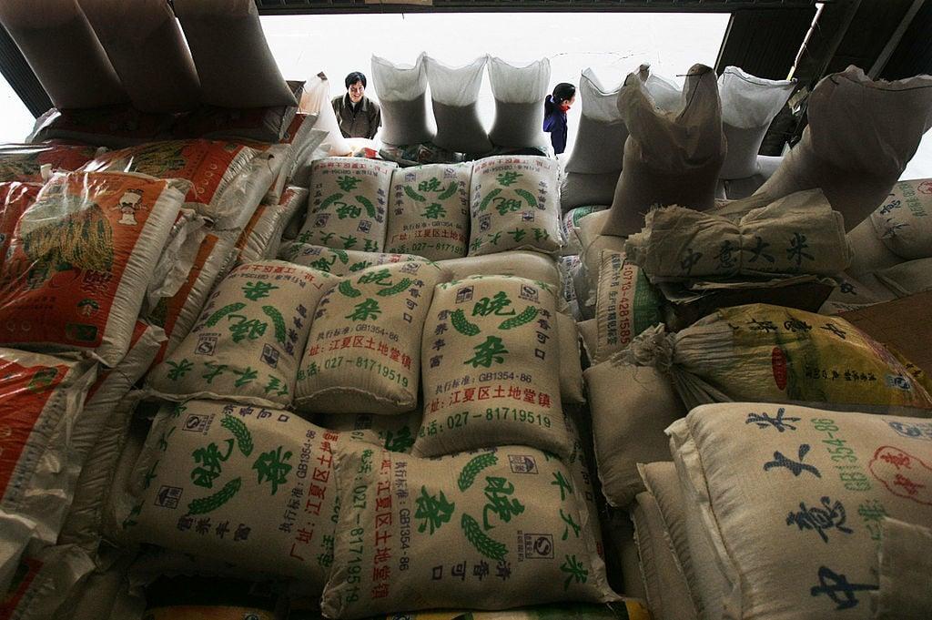 農田污染導致中國出現「鎘米」、「鎘麥」。這些受污染糧食混入市場,直接危害消費者的健康。圖為中國武漢的一個大米批發市場,與本文內容無關。(China Photos/Getty Images)