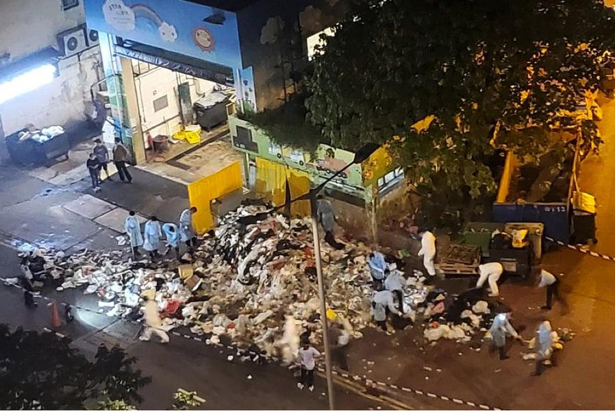 警員昨到荃灣垃圾站搜證 遺留大量垃圾在路邊