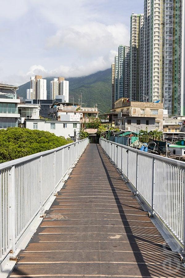 連接馬灣涌村與東涌舊碼頭的寶安橋。(陳仲明/大紀元)