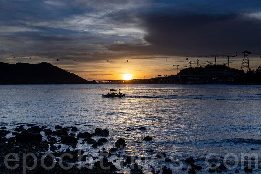 東涌舊碼頭是其中一個觀賞日落的勝地。(陳仲明/大紀元)
