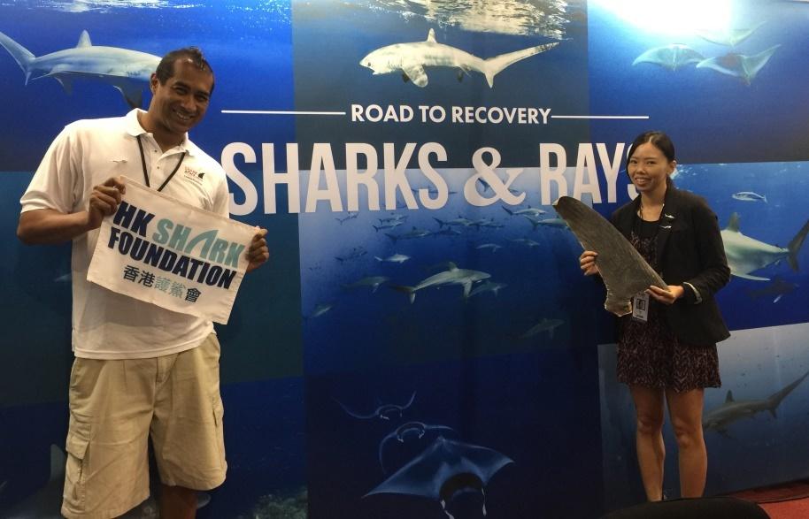 香港護鯊會總幹事周婉蘋(右)表示議案通過後,香港在鯊魚保育上的責任更大,他們將繼續推動減少魚翅消費,並監督香港執行貿易規管。(香港護鯊會提供)