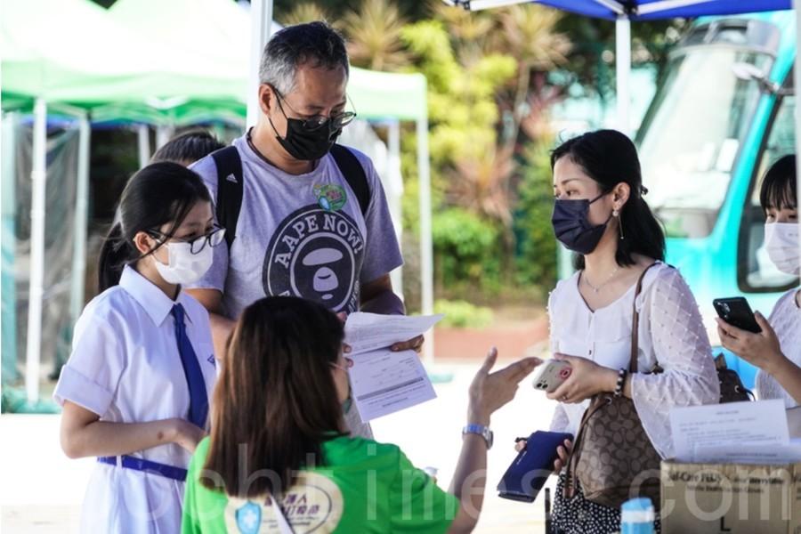 政府宣布12至17歲青少年只需接種一劑復必泰