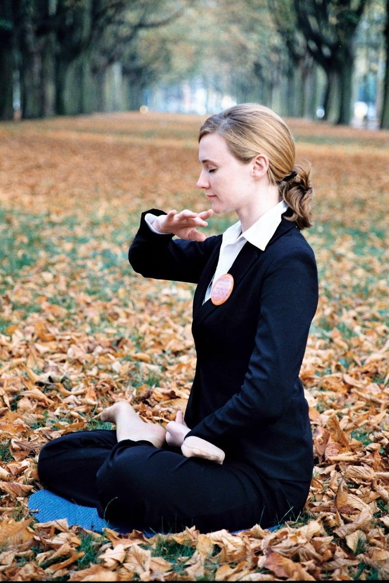 煉法輪功能使人性情平和,壓力減少,身心更放鬆。(明慧網)