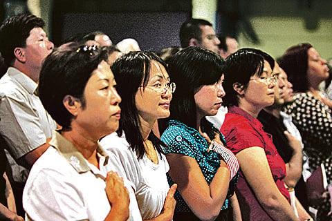 根據美國一項報告,美國人並未因移民而減少了工作機會。圖為宣誓入籍的移民。(Getty Images)