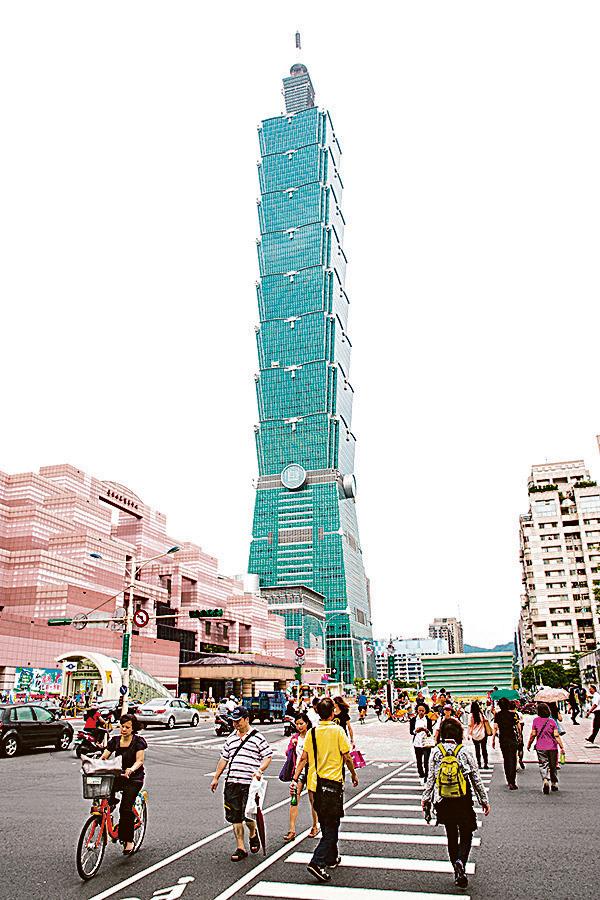 今年首7個月,已有717名港澳居民定居台灣,按比例計全年人數可能會再高於去年。而持台灣護照享有赴美免簽待遇。圖為台北101大樓。(大紀元資料圖片)